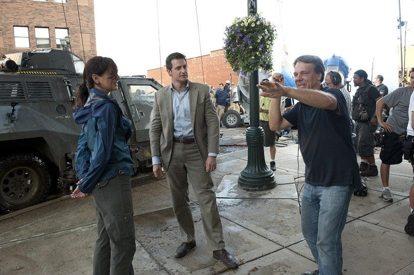 richard-armitage,-steven-quale-and-sarah-wayne-callies-in-into-the-storm-(2014)-large-picture