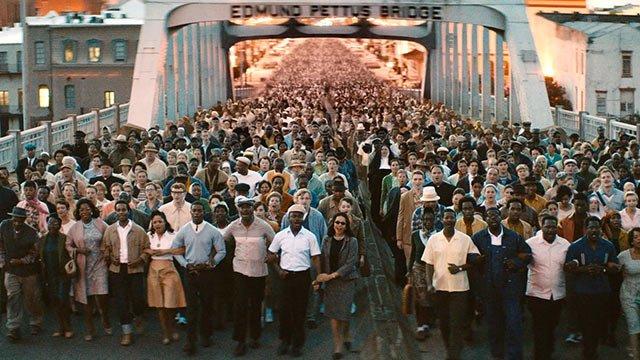 Crowd-crosses-Edmund-Pettis-Bridge-in-film-Selma